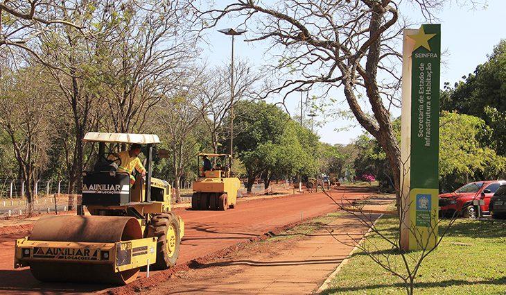 Foto da Avenida Desembargador José Nunes da Cunha com uma das pistas interditadas para obras.